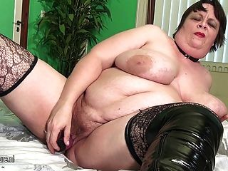 Big Mature Mother Squirting And Sucking Cock