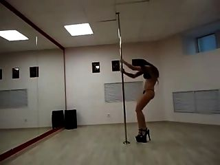 Dubstep Pole Dancing Hotie
