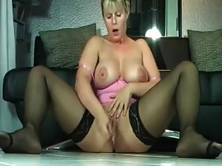 Milf Pussy Making It Rain