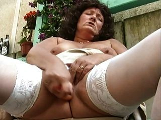 Grannie Masturb