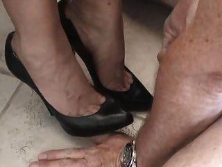 spanking the thigh gap