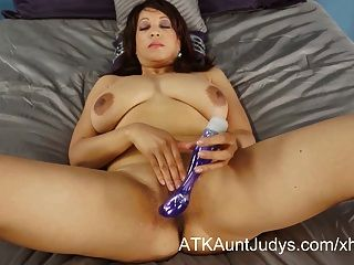 Lala Bond Loves To Get Off With Her Vibrator