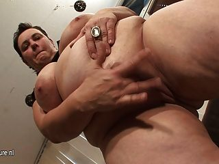 Big Mature Slut Mom Loves To Play With Herself