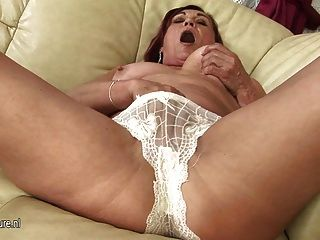 Lovely Housewife Loves To Play With Her Pussy