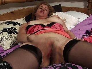 Mature Mom Naomi Loves To Get Wet