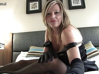 Mature Slut Mom Loves To Play With Her Wet Pussy