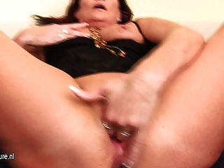 Amateur Milf Makes Her Pussy Soaking Wet