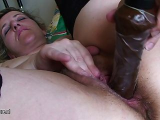 Kinky Amateur Mother Playing With Her Pussy