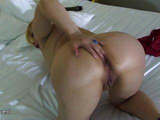 All Natural Blonde Mature Mom Masturbate