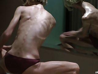 Skinny Posing