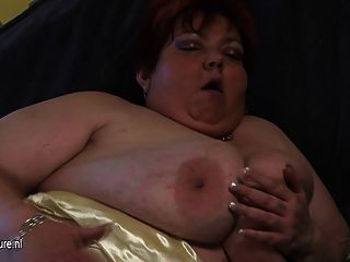 Big Mommy Malinka Gets Herself Mushy And Horny