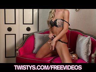 Horny Blonde Milf Sammie Rhodes Test Her New Dildo