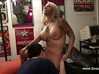 Amateur Pornostar Sexy Cora Fickt Den Gitarrenlehrer