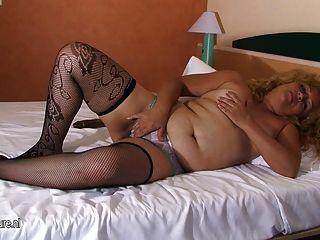 Mature Mom Carolina Loves Getting Naughty With A Toy