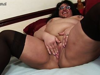 Big Mature Mom With Hungry Vagina