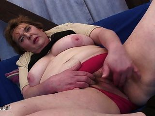 Chubby Mother Getting Off On Her Pussy