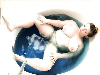Young Chubby Bbw In A Blue Bath