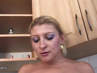 Big Titted Mature Mother Munching On A Teeny Pussy