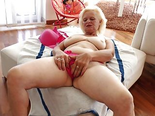 Una Abuelita Sencillamente Deliciosa Una Mujer 10