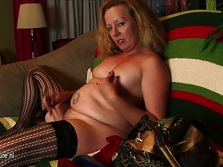Hot Mom From Usa Doesnt Need A Cock