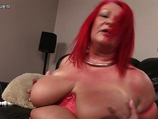 Kinky Big Mature Mother Pleasing Her Old Cunt