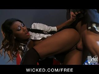 Wicked - Stunning Ebony Babe Lelani Leanne Takes Big-dick