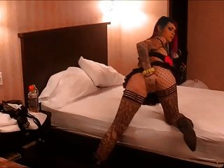 Vandal Vixen Squirting In Hotel