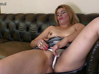 Amateur Mature Mom On The Couch