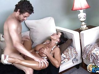 Milf Queen Lisa Ann Gets Her Bubblebutt Fucked Hard!