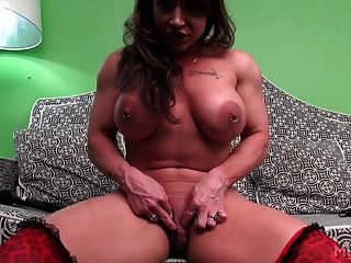 Brandimae Pumps Her Muscles And Her Clit