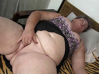 Oldnanny Chubby Granny Masturbating With Dildo Her Pussy