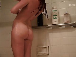 Shaking Booty In The Shower