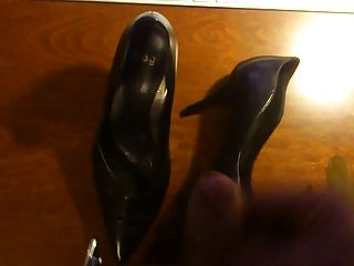 Shoejob Big Load Cum On High Heels