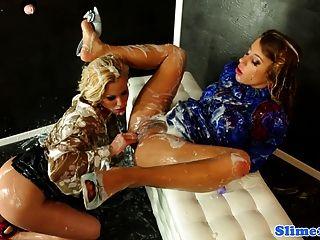 Bukake Loving Lesbos Fisting Pussy
