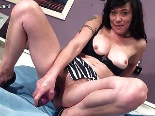 Amateur Skinny Mom Work Her Hairy Pussy