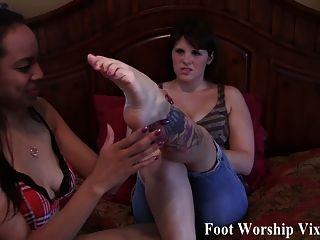 School Girl Leylas Sexy Pink Toes