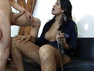 Shemale Italia - Michelle Poliziotta Trans Arresta Ragazzo