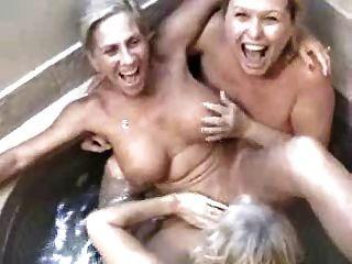 3 Swinging Grannys