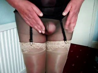 Mature Cd Wanks In Tights And Stockings