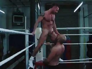 Boxeador Cachondo Follando Con Entrenador En El Ring