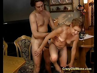 Older Babe Gets Hard Fucked And Cumshot Load On Face