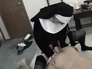 Strapon Nun