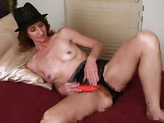 Amateur Mature Housewife In Bed