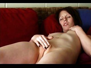 Pale Smooth Pussy Amateur Masturbates