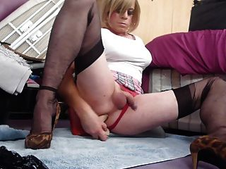 Tranny Cumin  Hands Free As She Fucks Her Ass Pussy
