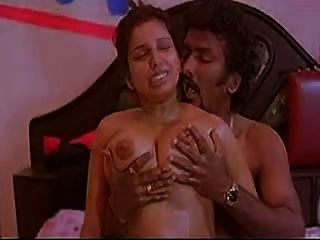 Mallu Aunty Oil Massage