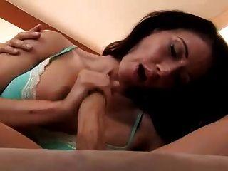 Morena Preciosa Masturbando A Su Hombre