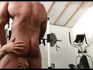 Bodybuilder Fucks Blonde Guy.