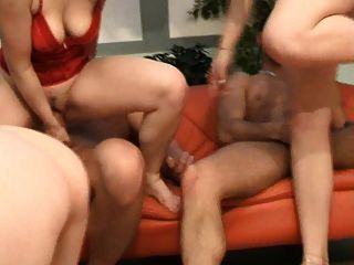 Gang Bang Action By These Lovely Amateurs!