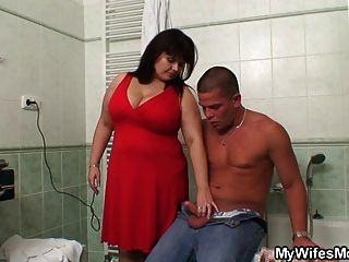 Her Huge Jugs Bounces When She Rides